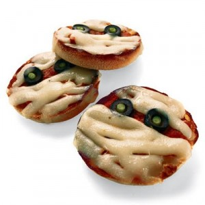 Halloween-Treats-Mummy-Pizza